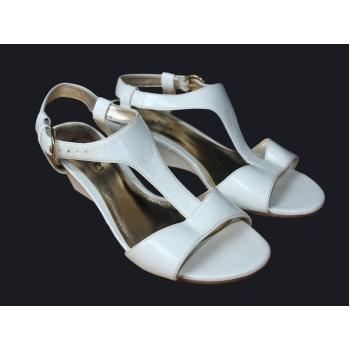 Женские белые босоножки на широкую ногу VIVA LA DIVA 38 размер