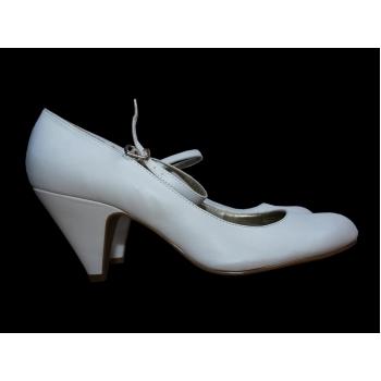 Женские белые кожаные туфли NEW LOOK 39 размер